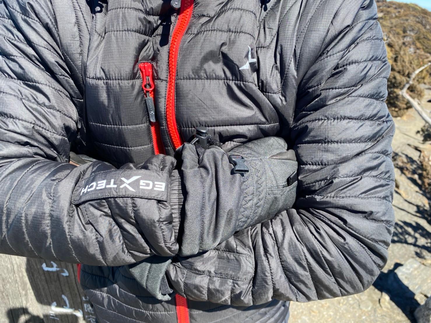 EGX的UV-2 男款變色龍2 IN 1高效保暖外套胸口有口袋設計,置放小物非常方便!