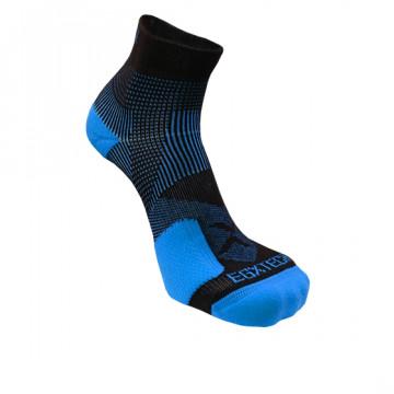 《8字繃帶》P82L 側向保護8字繃帶運動襪(黑/藍)-S號