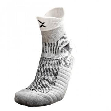 P82I 中筒繃帶籃球襪(白/黑)