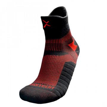 P82I 中筒繃帶籃球襪(黑/紅)
