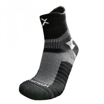 P82I 中筒繃帶籃球襪(黑/白)